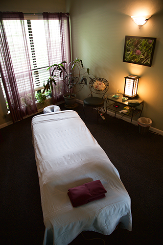 advanced-massage-therapy-room